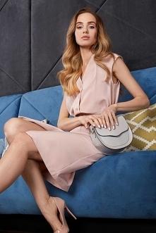 Elegancka pastelowa sukienk...