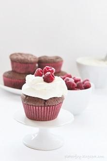 Muffinki brownie z malinami