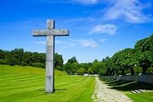 Leśny cmentarz Skogskyrkogarden 100 tys ha i 100 tys grobów.Początek w 1917. Modernizm. W dz Enskende