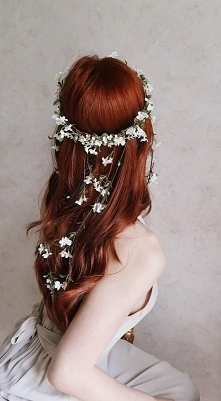 ...kwiaty we włosach...
