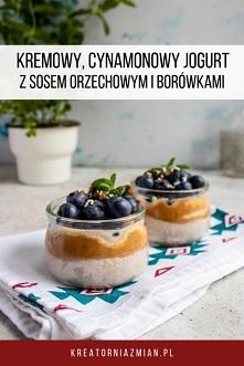 Cynamonowy jogurt z sosem orzechowym i borówkami - Kreatornia Zmian