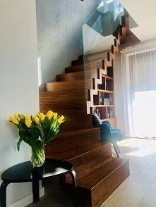 moje schody z wiosennym akc...