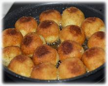 Smażone kulki ziemniaczane - tanie, smaczne i bardzo sycące. Polecam na obiad, na kolację lub dla gości;-)