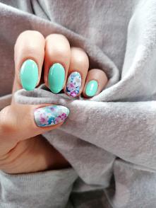 Wiosenne paznokcie :) nakle...