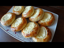 Bułeczki drożdżowe z serem....