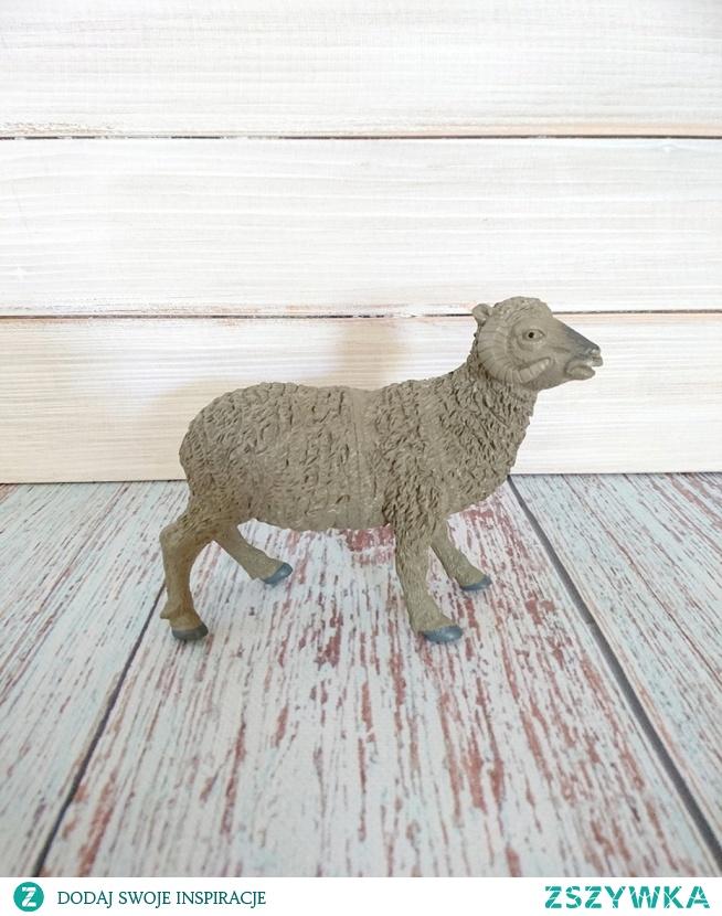 Sprzedam figurkę firmy SCHLEICH Postać barana  Wymiary:  12cm x 13cm  Stan: bdb