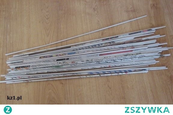 Instrukcja krok po kroku na wykonanie papierowej wikliny z gazet do wyplatania koszy.