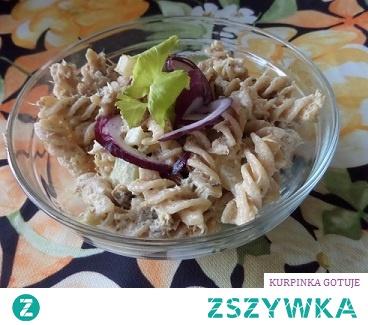 sałatka makaronowa z wędzona makrelą