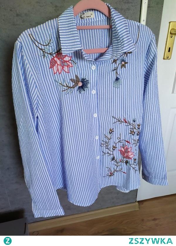 Jak wiosna to tylko z piękna koszulą ozdobioną pięknymi kwiatami<3