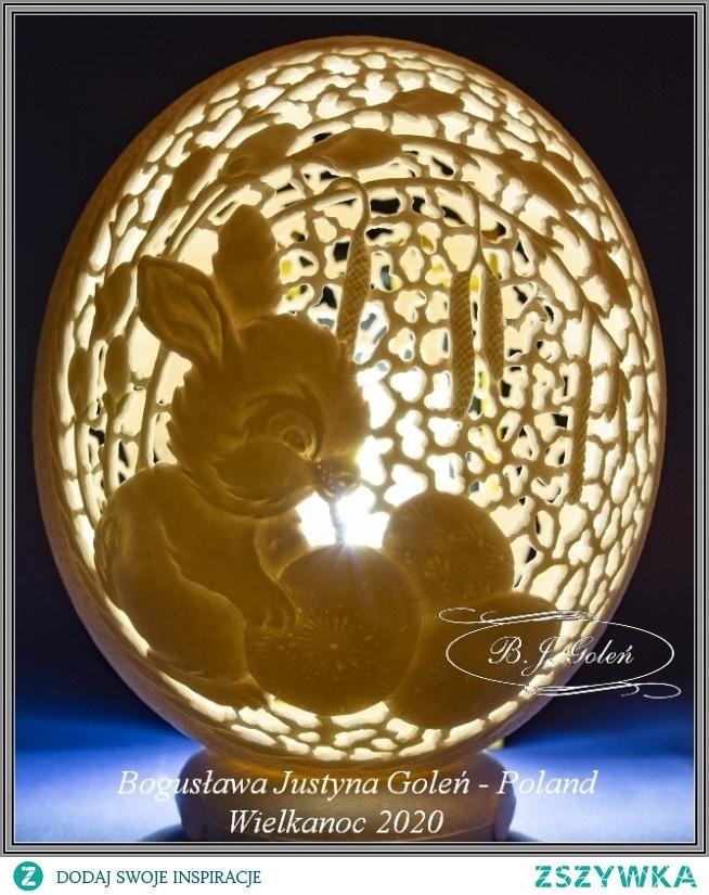 Zajączek wielkanocny rzeźbiony na strusim jajku