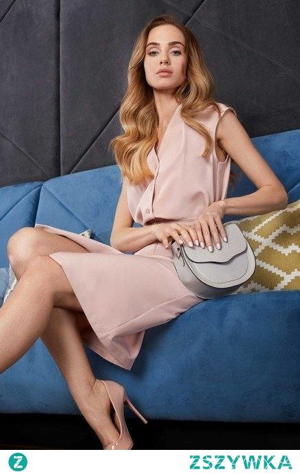 Elegancka pastelowa sukienka z paskiem Sukienki.shop