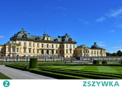 Drottningholm królewska rezydencja zXVIIIw. Tam mieszka król kiedy jest wciągnięta flaga