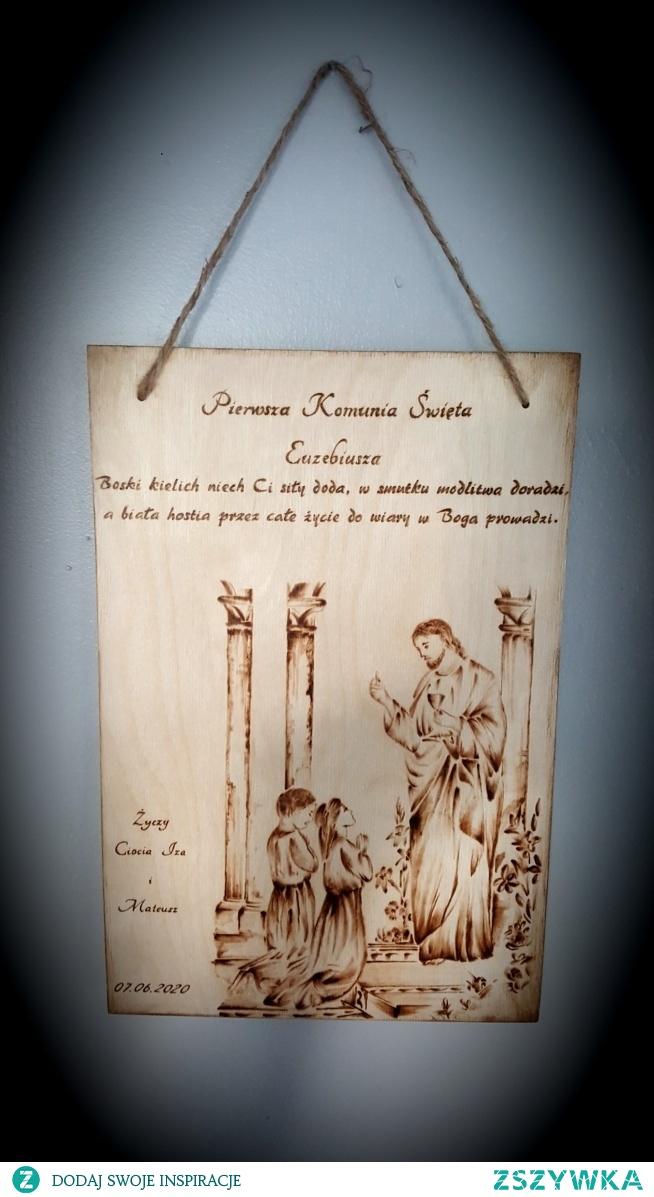 Zamiast kartki pamiątkowe drewienko z okazji pierwszej komunii swietej