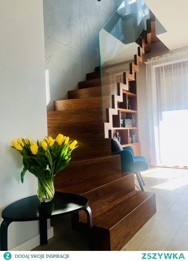 moje schody z wiosennym akcentem.