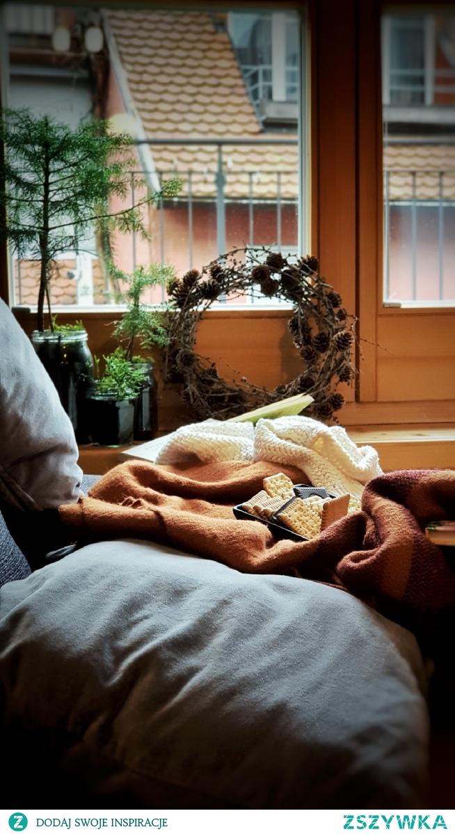 ...wiosenne, coraz cieplejsze wieczory z ulubioną książką i  herbatą...