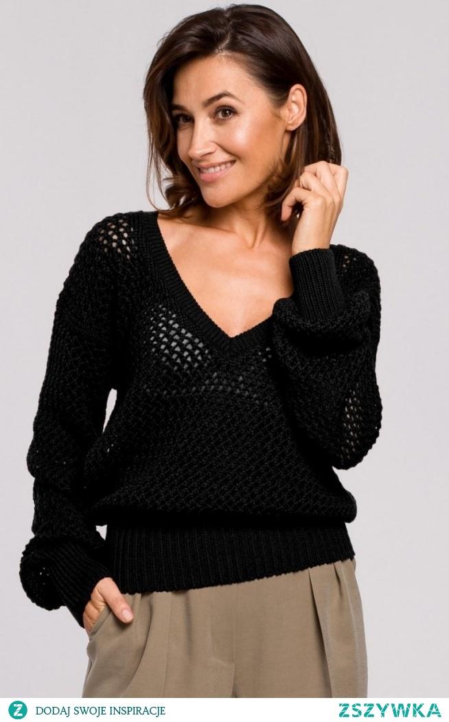 STYLE Oversizowy sweter z oczkami czarny S219