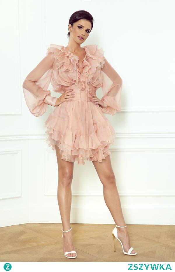 Suknie koktajlowe to znakomity wybór na różnego rodzaju okazje i  uroczystości. Warto dobrać model, który będzie podkreślał charakter i uwydatniał wdzięk. Pełne stylu i klasy - takie właśnie są sukienki od projektantki Sylwii Romaniuk!