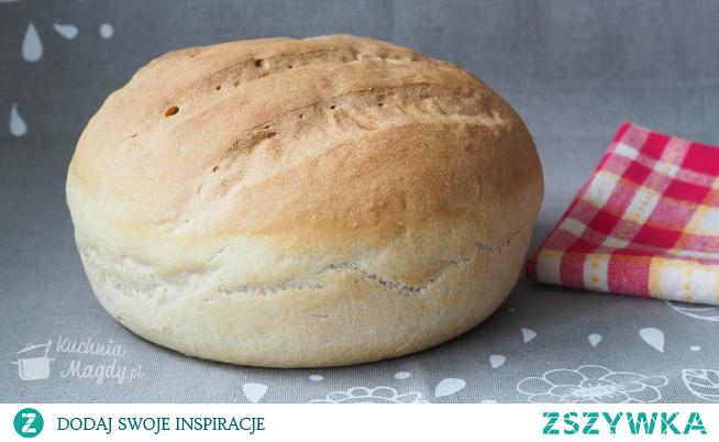 Chleb pszenny codzienny na drożdżach. Przepis na tradycyjny chleb codzienny wypiekany z mąki pszennej.  Pyszny z chrupiącą skórką i delikatnym miąższem.  Wystarczy trochę masełka i przepyszne śniadanie lub kolacja gotowe.