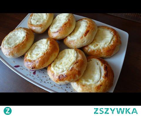 Bułeczki drożdżowe z serem. Kto nie lubi słodkich bułeczek z serem? Zrób je samodzielnie z naszego przepisu, a na YouTube pokażemy krok po kroku, jak zrobić te cudowne bułeczki.