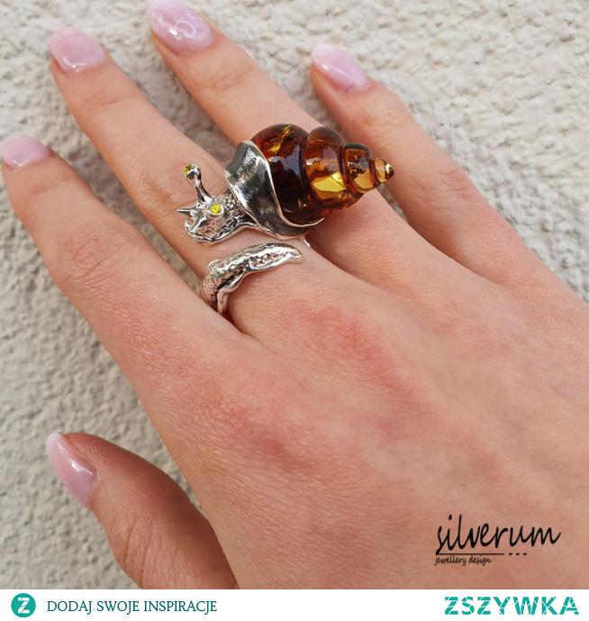 Pierścionek srebrny ślimak wyróżnia się oryginalnym designem i elegancją...więcej na silverum.com.pl