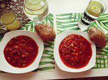 Na dzisiejszy fit obiad serwuje leczo z papryki, cukini, pieczarek, marchewki, cebuli, czosnkiu, pomidorów, papryczki chili, kukurydzy i groszku... Prawdziwa bomba witaminowa a ...