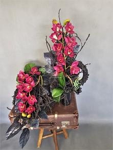 Zestaw dekoracji nagrobnych od totaldeco.pl wianek na cmentarz z bukietem do wazonu. Oryginalny komplet stroik z bukietem na cmentarz.