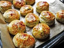 Bułeczki z serem feta i wędzoną papryką.