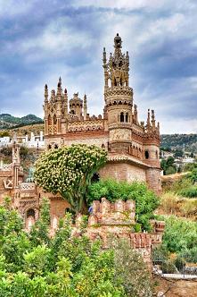 Zamek Colomares w Benalmáde...