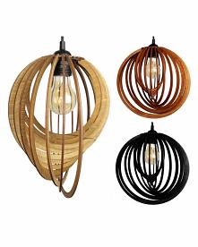 Drewniane lampy z oprawką.