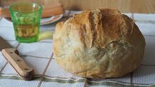 Chleb pszenny, drożdżowy, z naczynia żaroodpornego Co domowe to najzdrowsze i najlepsze. To wiedzą wszyscy. Chlebek z tego przepisu jest bez wyrabiania i można piec go codzienni...