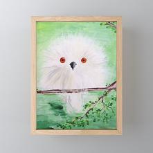 Biała sowa w zielonym lesie...