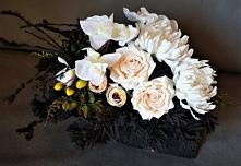 Kompozycja ze sztucznych kwiatów na cmentarz od totaldeco.pl