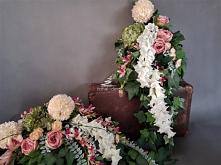 Elegancki komplet na cmentarz od totaldeco.pl wiązanka z bukietem z kwiatów sztucznych.