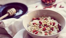 dieta owsiankowa Dieta owsiankowa to popularne rozwiązanie dietetyczne, które zaliczamy do tzw. monodiet, tj. jadłospisu bazujących na jednym głównym składniku. Dieta owsiankowa...