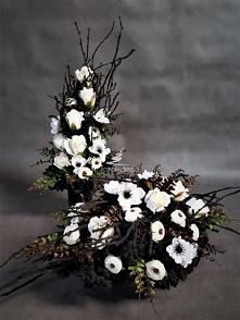 Nowoczesny zestaw dekoracji na cmentarz w czarnym kolorze z białymi kwiatami sztucznymi. Idealny stroik+bukiet od totaldeco na wszystkich świętych , na groby bliskich. Zestaw ko...