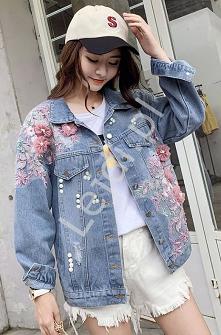 Damska jeansowa kurtka z bogatym zdobieniem kwiatami 3D i perełkami. Modna ka...