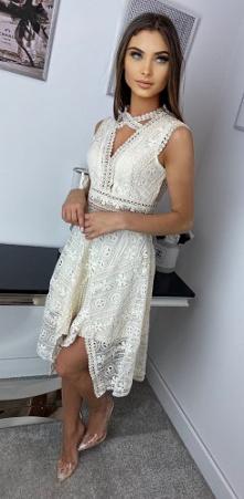 Śliczna ażurowa sukienka <3