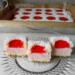 Truskawkowa Biedronka. Bardzo łatwe i szybkie ciasto,pięknie się prezentuje,dodatkowo dziurki z galaretką można uzupełnić owocami.Dzieciaki bardzo lubią takie piankowe lekkie ciacha.