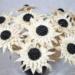 Kwiaty z pestek dyni, czarnej fasolki i liści kukurydzy.