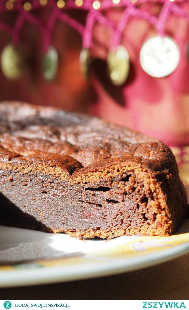 Ciasto czekoladowe Przepis na ciasto, które zachwyci smakoszy klasycznych smaków. Ciasto, które łączy ze sobą gorzką czekoladę z dżemem wiśniowym stwarza ponad czasowy smak. Muszą Państwo to koniecznie wypróbować.
