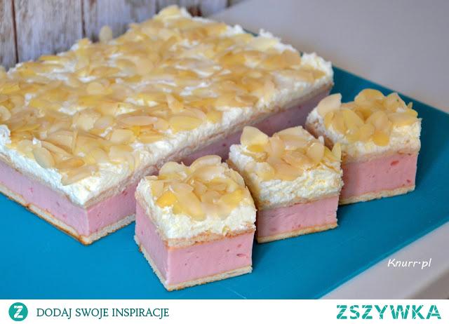 Pyszne ciasto budyniowo-śmietankowe bez pieczenia! Pięknie pachnie migdałami. Doskonała propozycja na weekendowy deser