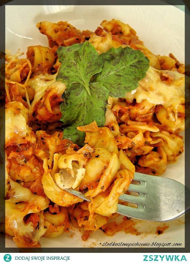 Zapiekanka z tortellini w sosie pomidorowym