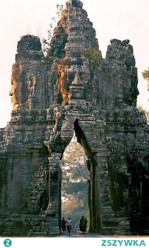 Brama Świątyni Angkor Thom w Kambodży