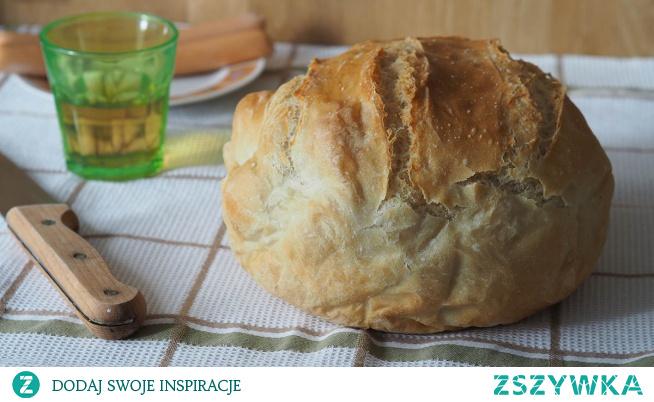 Chleb pszenny, drożdżowy, z naczynia żaroodpornego  Co domowe to najzdrowsze i najlepsze. To wiedzą wszyscy. Chlebek z tego przepisu jest bez wyrabiania i można piec go codziennie. Wieczorem przygotowujemy ciasto w kilka minut a rano  wstawiamy do piekarnika i pyszny domowy wypiek czeka na domową kolację.