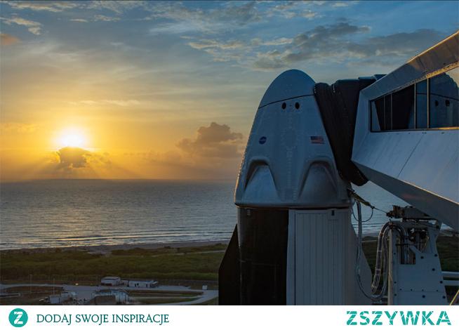Starty amerykańskich rakiet z Cape Canaveral na Florydzie przyciągają zwykle tłumy obserwatorów i fotografów. Pierwsza załogowa misja SpaceX przyciągnie obserwatorów, z powodu epidemii, raczej przed ekrany.