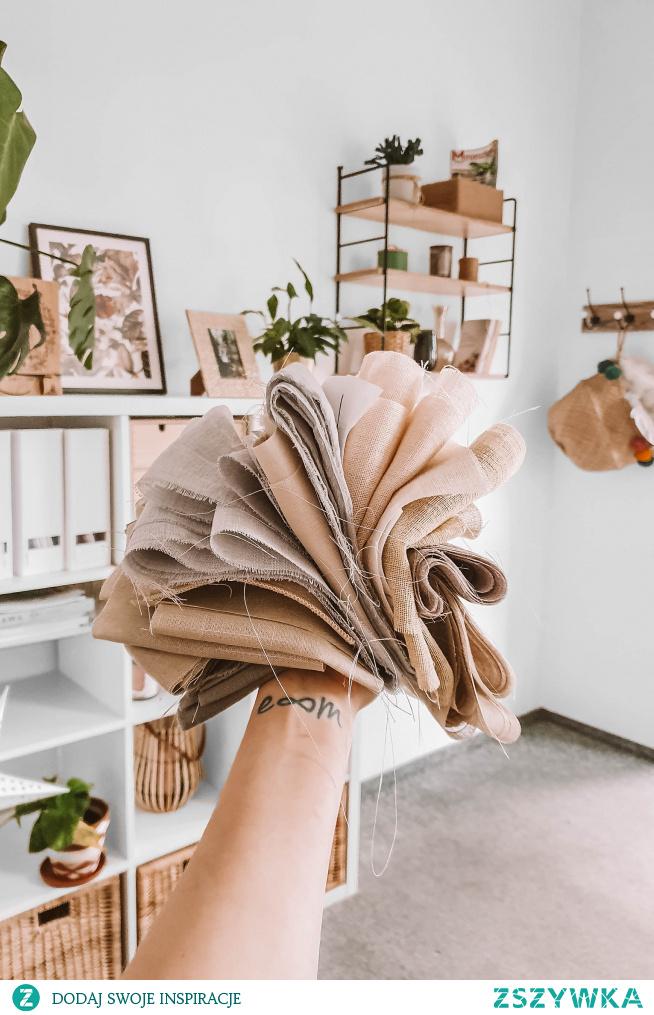 Piękne tkaniny do rolet rzymskich i zasłon - zamów próbki i dekoruj dom, nie wychodząc z domowych pieleszy :)  więcej na --->> NASZE DOMOWE PIELESZE