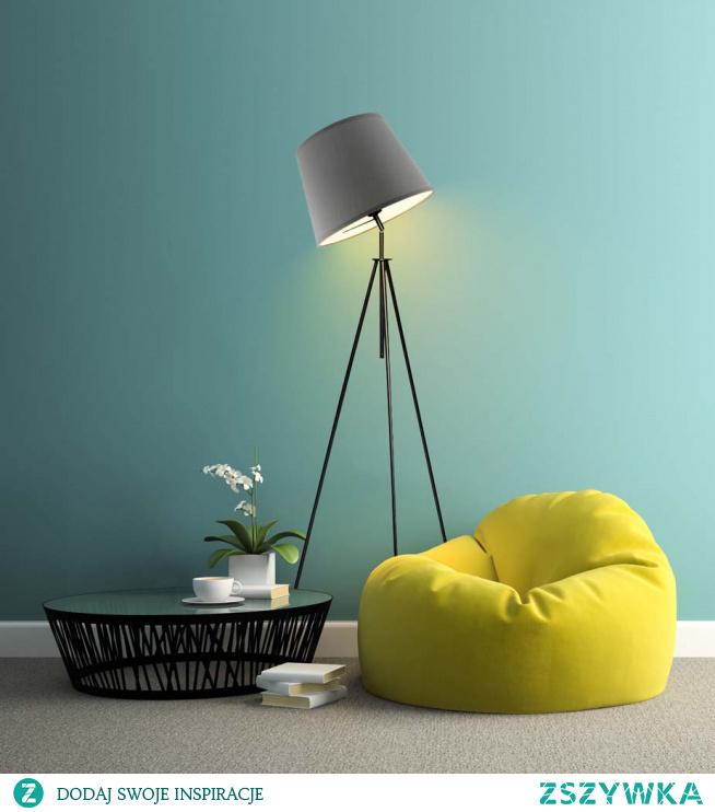 Lampy podłogowe są doskonałym dodatkiem do każdego wnętrza. Stają się niepowtarzalną dekoracją, która w urokliwy sposób ozdabia całe pomieszczenie. Oświetlenie OSLO składa się z ruchomej metalowej konstrukcji, którą wieńczy abażur w formie stożka. Ruchomy stelaż lampy to niezwykle funkcjonalne zastosowanie, które pozwoli nam doświetlić wybrany przez nas obszar np. kącik do czytania. Całość kompozycji została wykonana z wysokiej jakości komponentów, wyłącznie przez polskiego producenta. Produkt osiąga 155 cm wysokości i 50 cm szerokości. Zastosujemy w nim żarówkę z oprawką E27 o maksymalnej mocy 60W. Rewelacyjnie sprawdzi się w salonie, sypialni a także domowym gabinecie. Będzie praktycznym i funkcjonalnym dodatkiem w każdej aranżacji.  Lampa dostępna jest w kilkunastu kolorach abażura: biały, ecru, jasny szary, miętowy, musztarda, jasny fioletowy, różowy, beżowy, szary stalowy, czerwony, niebieski, fioletowy, zieleń butelkowa, granatowy, grafitowy, brązowy, czarny, szary melanż (tzw. beton). Oraz w 6 odcieniach stelaża: bieli, czerni, chromu, srebra, stali szczotkowanej, starego złota.
