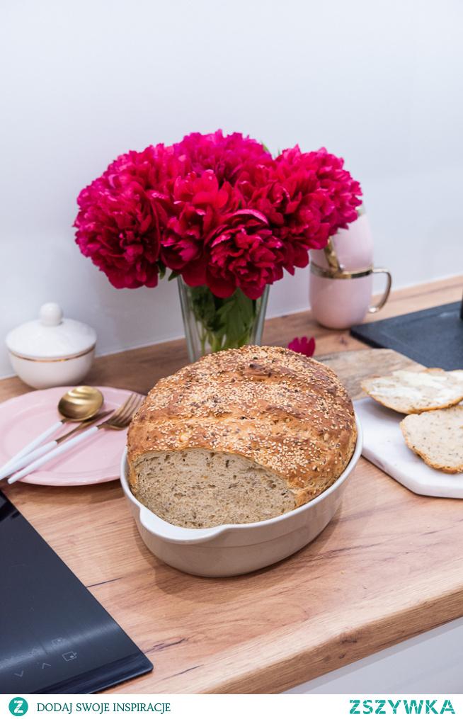 Obłędny chleb z garnka z chrupiącą skórką i prażoną cebulką