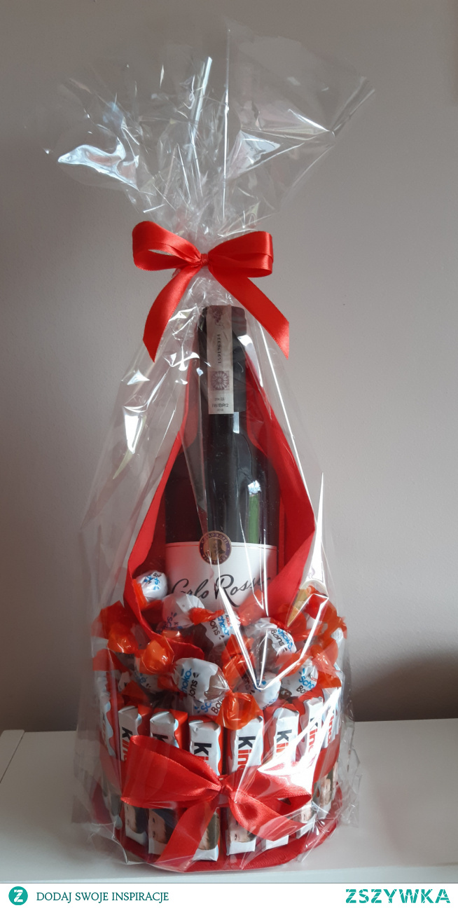 Wino + Czekoladki Kinder Co myślicie o takiej kompozycji na prezent?