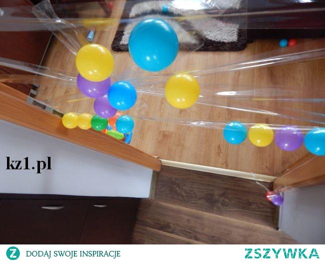 Przykłady zabaw dla dzieci z wykorzystaniem piłeczek.
